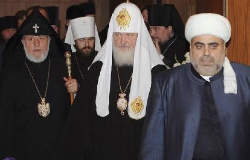 Ի՞նչ գործ ունի ՀՀ հոգևոր առաջնորդը Մոսկվայում. Ղարաբաղյան հակամարտությունը կրոնական չէ