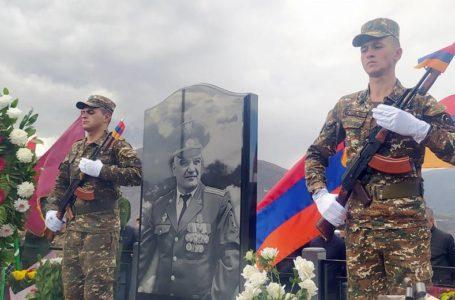 Լրացավ նահատակված գնդապետ Թաթուլ Ղազարյանի և փոխգնդապետ Արմեն Օհանյանի մահվան տարելիցը (լուսանկարներ)