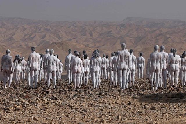Հարյուրավոր մոդելներ մերկացել են՝ բարձրացնելու իրազեկությունը Մեռյալ ծովի շուրջ ծագած բնապահպանական խնդրի մասին (լուսանկարներ)