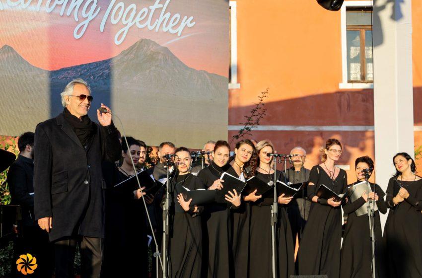 Աշխարհահռչակ տենոր Անդրեա Բոչելլիի կատարումը Վենետիկի Սուրբ Ղազար հայկական կղզում