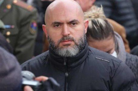 Ոստիկաններն այցելել են Արմեն Աշոտյանի բնակարան